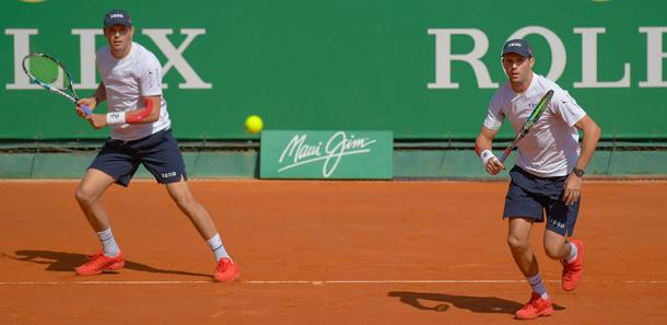 Bob and Mike Bryan in action during their semifinal match (Photo: @ROLEXMCMASTERS)