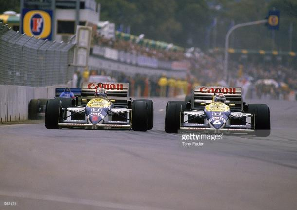 Nelson Piquet makes a move on Nigel Mansell. It wasn't be be a glorious weekend for either of them. | Photo: Getty Images/Tony Feder