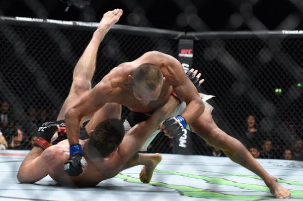 Dan Henderson was just a few elbows away from ending the fight | Photo: Per Haljestam-USA TODAY Sports