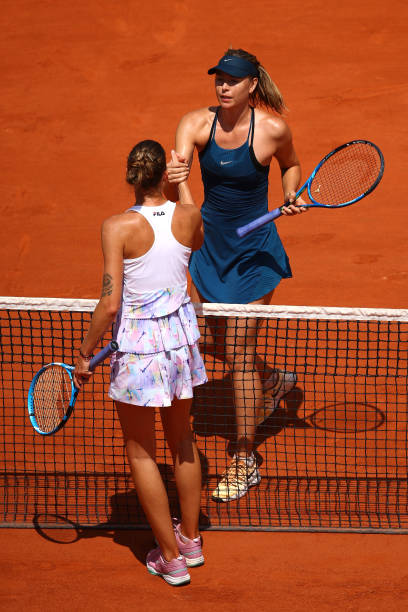Sharapova and Pliskova meet at the net after the encounter | Photo: Cameron Spencer/Getty Images Europe