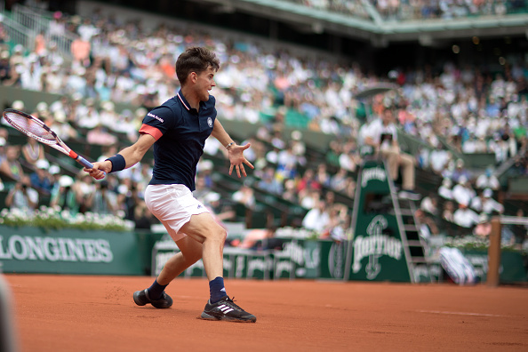 Dominic Thiem strikes a forehand (Photo: Tim Clayton/Getty Images)