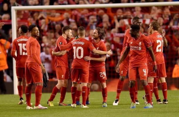 I Reds si complimentano a vicenda. Fonte: EPA.