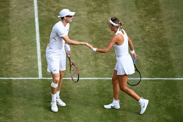 Victoria Azarenak and Jamie Murray celebrate winning a point (Photo: Clive Mason/Getty Images)