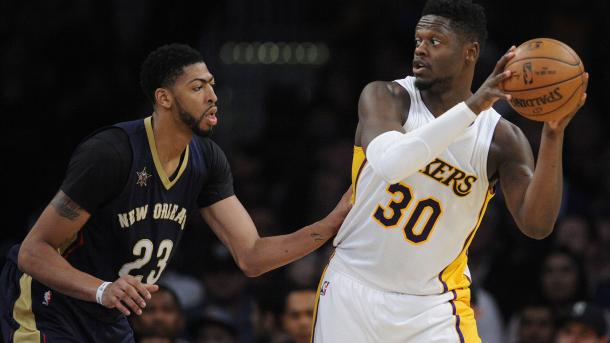 Los Angeles Lakers forward Julius Randle (30) controls the ball against the defense of New Orleans Pelicans forward Anthony Davis (23) |Gary A. Vasquez-USA TODAY Sports|