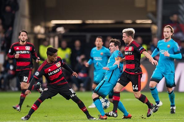 Leverkusen precisando vencer o mistão do Barcelona para conseguir a vaga para próxima fase, mas ficou só no empate que o eliminou Foto: Divulgação/Uefa