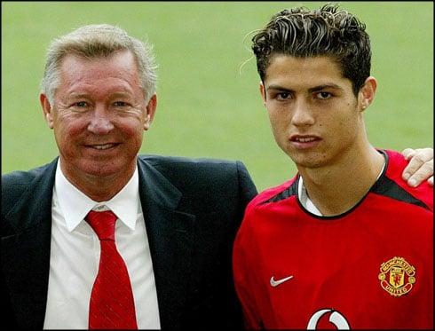 Sir Alex Ferguson y Cristiano Ronaldo en la presentación con el Manchester United | Fuente: Manchester United