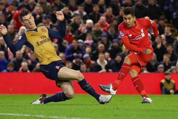 Roberto Firmino rematando ante el Arsenal   Imagen: Getty Images