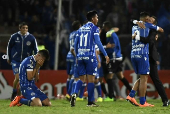 La emoción de los jugadores tras el partido. Foto: prensa Godoy Cruz.