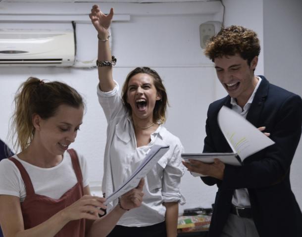Anna Piqué, Laia Fontàn y Ferran Fabà durante los ensayos | Foto: Clara Badia - @entrebambolines_