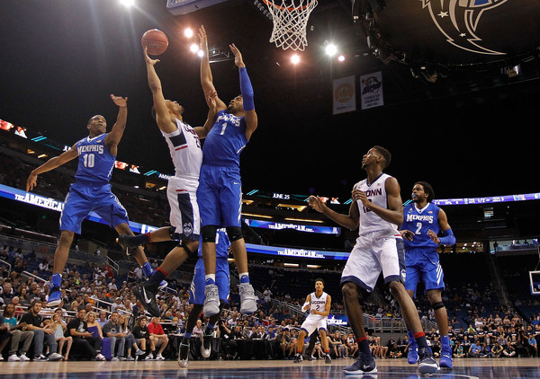 Dedric Lawson and Memphis just couldn't slow down the Huskies (Photo: Mike Ehrmann/Getty Images).