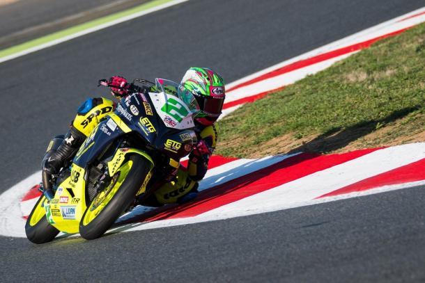 Ana Carrasco sobre su motocicleta de Supersport 300. Foto: Twitter Ana Carrasco (@AnaCarrasco_22)