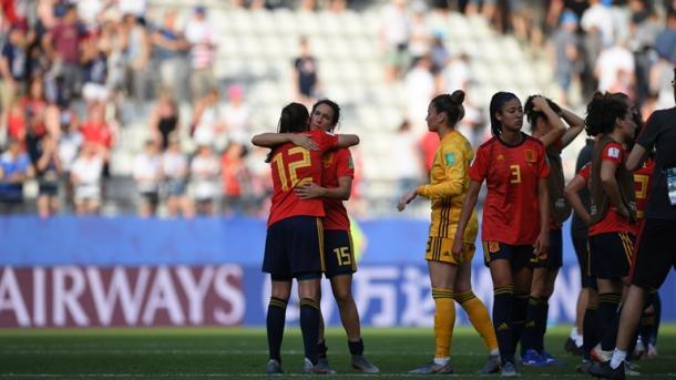 Meseguer abraza a Guijarro / Foto: FIFA