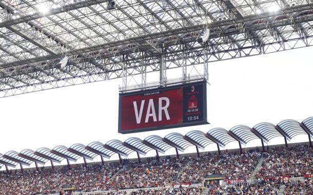 Recurso de vídeo anulou mais um gol no segundo tempo (Foto: Divulgação/AC Milan)