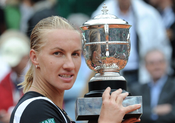 Kuznetsova with the title in 2009 (Getty/AFP/Lionel Bonaventure)