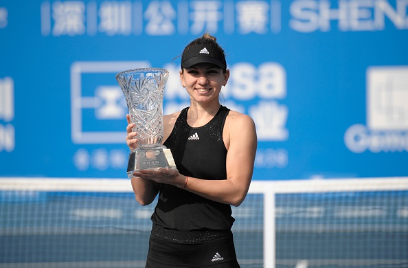 Simona Halep poses with the title after defeating Timea Bacsinszky in the 2015 final in Shenzhen (AFP/STR)