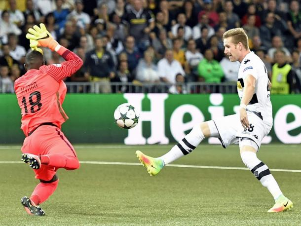 Hahn lifts in Gladbach's second. | Image credit: kicker - picture alliance