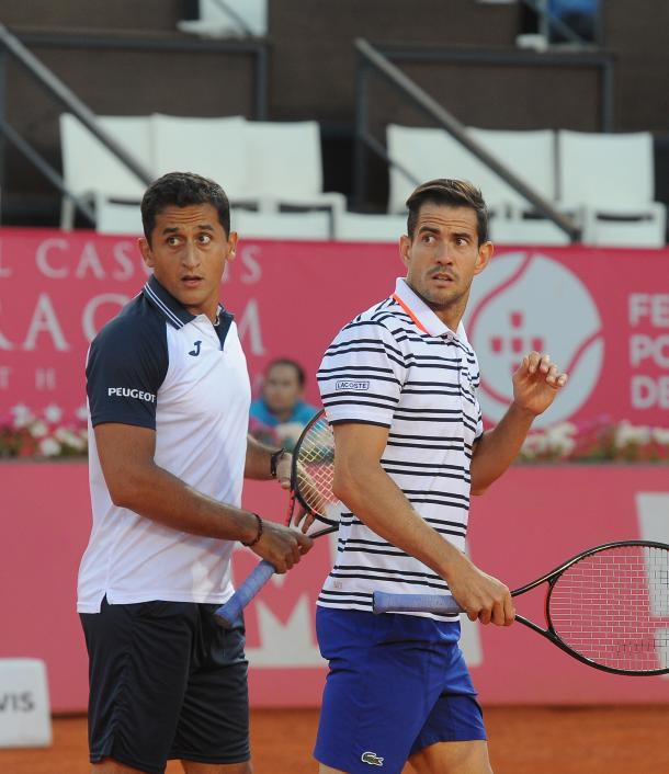 Nicolas Almagro and Guillermo Garcia-Lopez playing their doubles match against João Sousa and Kyle Edmund. (Photo by: Millennium Estoril Open)