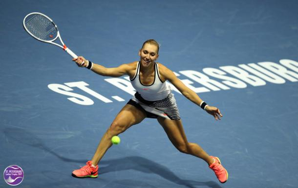 Elena Vesnina would be disappointed with her serve today | Photo: WTA St. Petersburg Ladies Trophy (Formula TX)
