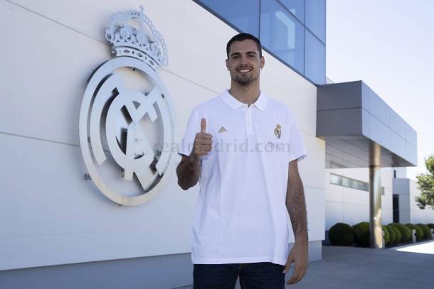 Alberto Abalde y el Real Madrid, de la mano hasta 2025 | Foto: www.realmadrid.com