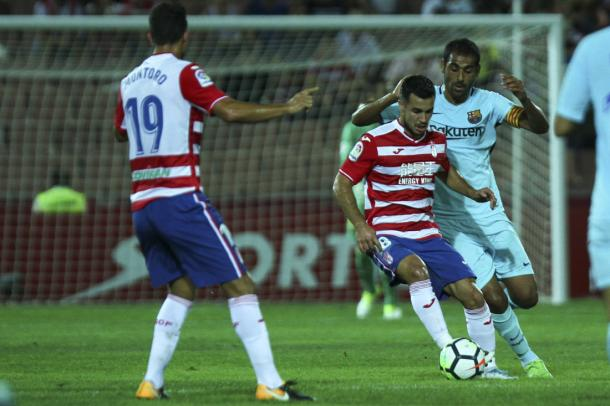 Joselu marcó de penalti su primer gol con el Granada, al Barça B | Foto: AL Juárez