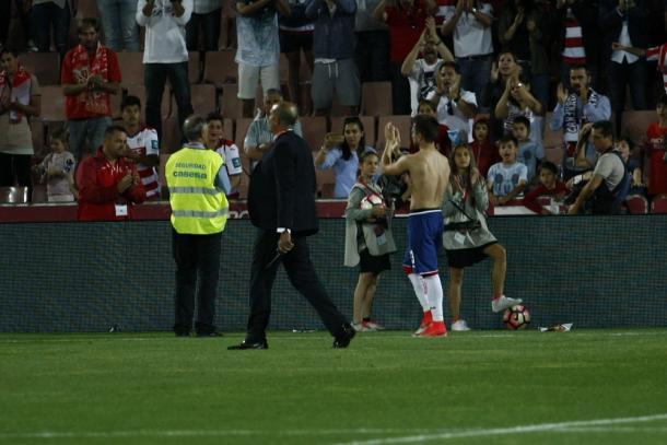 Héctor pidió perdón al público tras el partido | Foto: AL Juárez