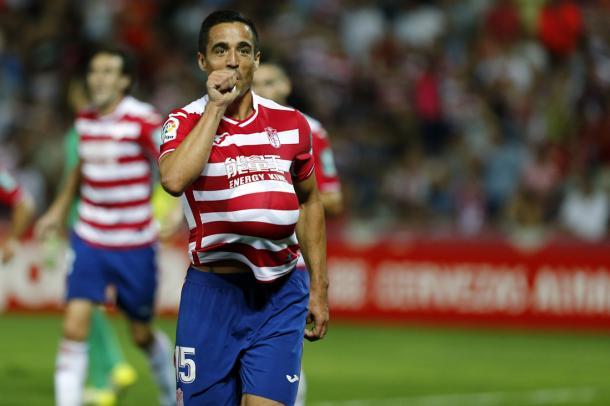 Pedro celebra su gol al Granada   Foto: AL Juárez