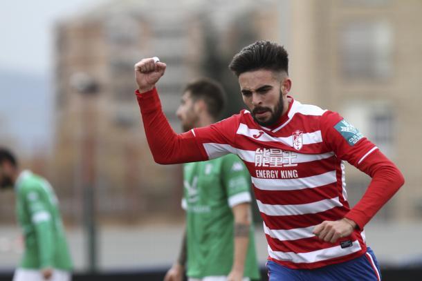 Héctor celebra su gol al Villanovense | Foto: Antonio L. Juárez