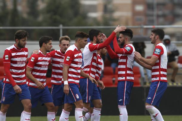 Los jugadores del Granada B celebra el gol de José González | Foto: AL Juárez