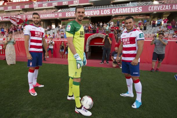 Puertas, Varas y Joselu en su presentación con el Granada CF | Foto: Antonio L. Juárez