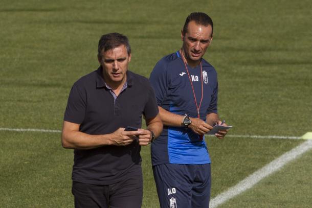 El director deportivo del Granada, Manolo Salvador, y el entrenador, José L. Oltra   Foto: AL Juárez