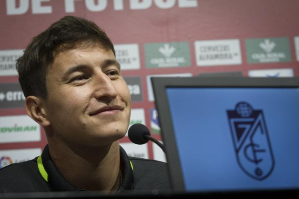 Nico Aguirre en su presentación con el Granada CF | Foto: Antonio L. Juárez