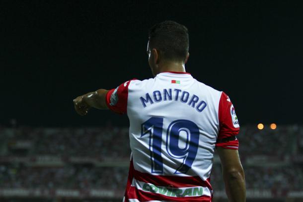 Montoro indica la jugada en un saque de esquina. Foto: Antonio L Juárez