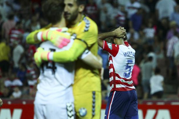 Menosse se lamente tras el pitido final del arbitro. Foto: Antonio L Juárez