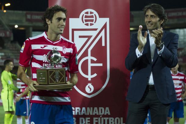 Baena recibe el Trofeo Ciudad de Granada | Foto: AL Juárez