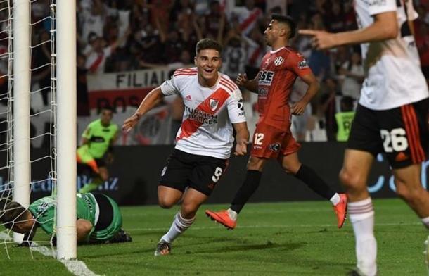 PROMESA. El joven Álvarez puede tener más chances con la salida de Scocco.