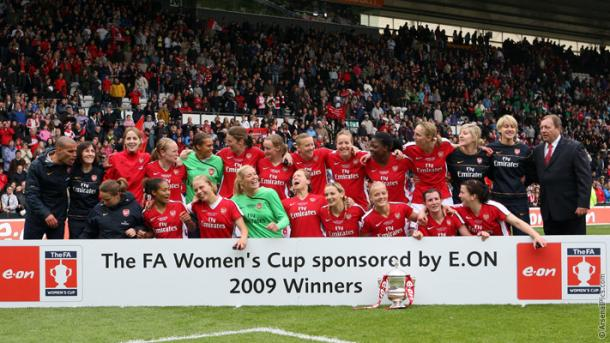 Arsenal celebrate their triumph over Arsenal in 2009. | Image: Arsenal Ladies