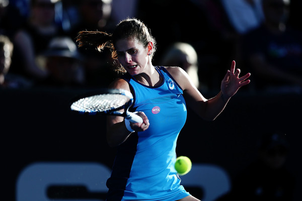 Goerges hits a forehand during the match | Photo: Anthony Au-Yeung/Getty Images AsiaPac