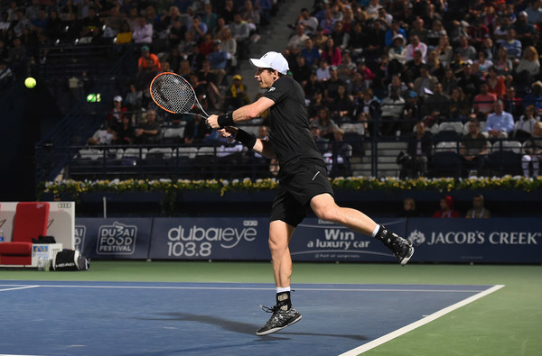 Murray fires a backhand (Photo by Tom Dulat/Getty Images)