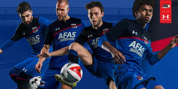 Uniforme de visitante del AZ Alkmaar para la temporada 17-18 | Foto: Under Armour