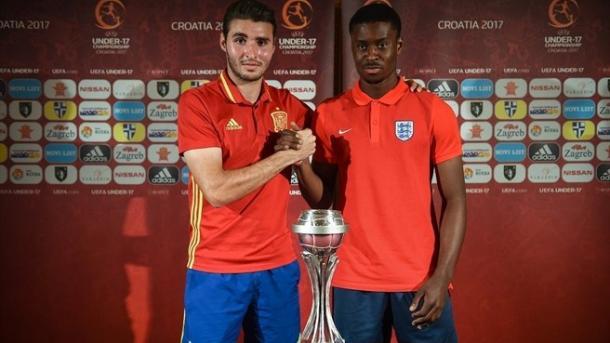 Abel Ruiz (Capitán de España) & Marc Guehi (Capitán de Inglaterra) | Foto: www.uefa.com