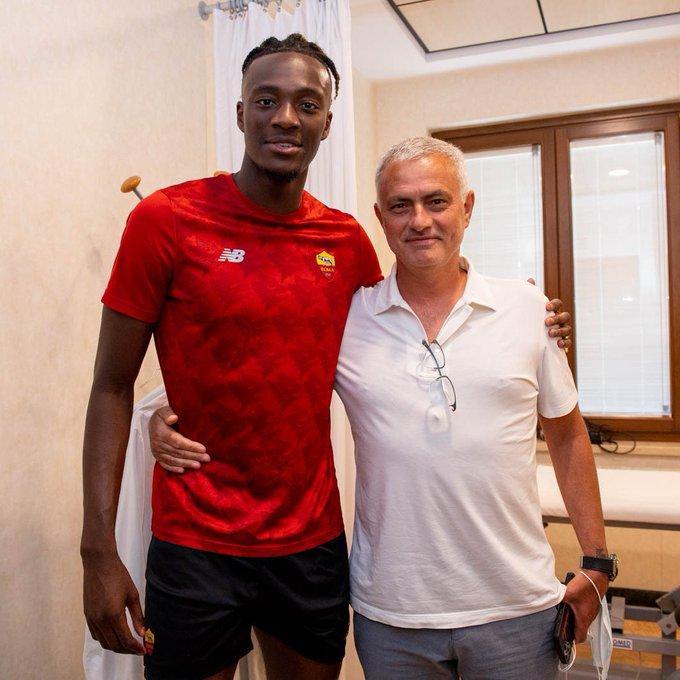 Abraham junto a Mourinho | Foto: ASROMA