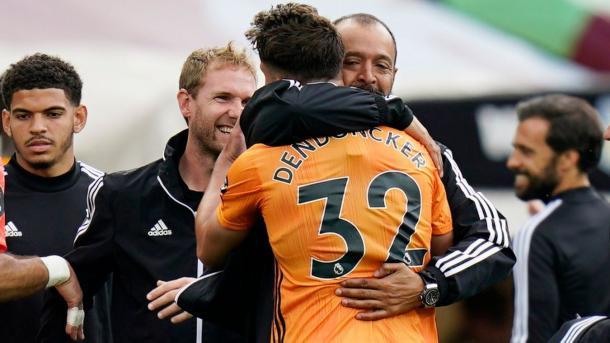 Dendoncker se abraza con Nuno