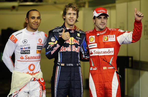 Vettel (centro), Hamilton (esq.) e Alonso (dir.) largaram na frente (Foto: Paul Gilham/Getty Images)