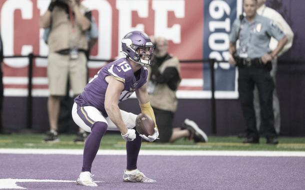 Adam Thielen festeja el primer touchdown del juego (Imagen: Vikings.com)