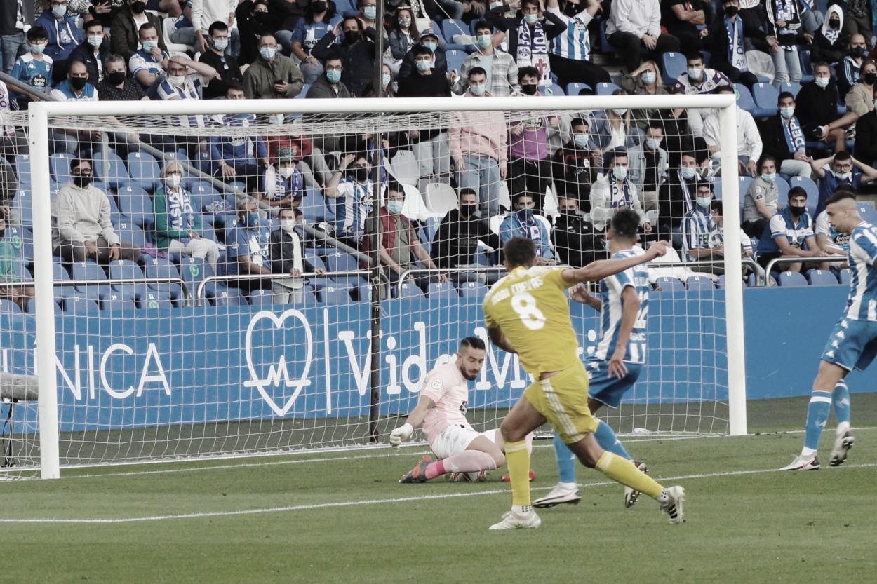 <strong><a  data-cke-saved-href='https://vavel.com/es/futbol/2014/08/14/hercules/371943.html' href='https://vavel.com/es/futbol/2014/08/14/hercules/371943.html'>Adri Cuevas</a></strong> rematando el pase de Otegui// Foto: CD Badajoz