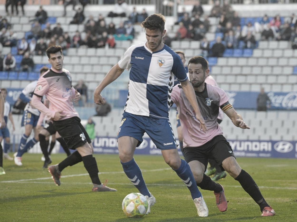 Adri Cuevas protegiendo el balón// Foto: @adricuevas90