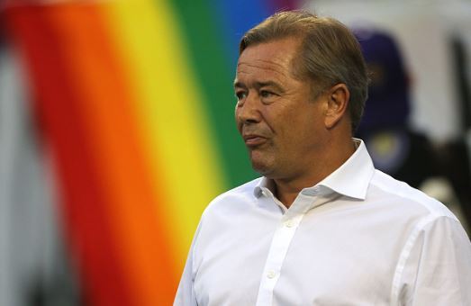 Adrian Heath on the looks on from the sidelines during a game against the San Jose Earthquakes in 2016 | Source: Alex Menendez - Getty Images