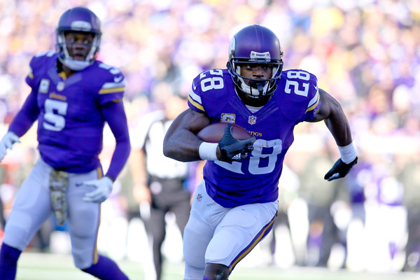 Adrian Peterson #28 of the Minnesota Vikings carries the ball for a touchdown in the first quarter against the St. Louis Rams  |Nov. 7, 2015 - Source: Adam Bettcher/Getty Images North America|
