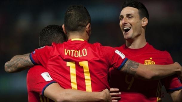 Aduriz celebra el tanto de Vitolo a Macedonia. | Getty Images