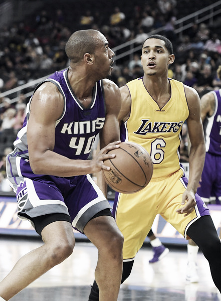 Sacramento Kings guard Arron Afflalo (#40)  guarded by Los Angeles Lakers guard Jordan Clarkson (#6), Oct. 12, 2016 - Source: Ethan Miller/Getty Images North America